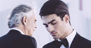 Andrea Bocelli synger duett med sin sønn, Matteo Bocelli. Resultatet er fortryllende.