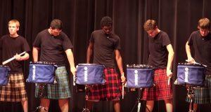 Videregående elevers «drumline»-fremvisning er så bra at talentshowet måtte TIGGE etter dem.