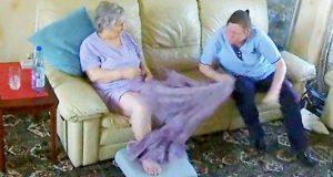 Hjelpepleier tatt på fersk gjerning mens hun gjør noe UTENKELIG mot en eldre, dement kvinne.