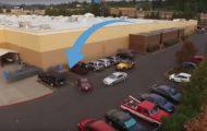 Frekk bilist stjeler parkeringsplassen rett foran ham, men da lærer Jeep-sjåføren ham en lekse.