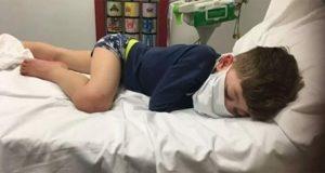 «Kommer jeg til å dø, mamma?» 5-årig gutt innlagt brått på sykehus – smittet av koronavirus.