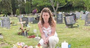 Hennes 4 år gamle gutts gravstein ble fjernet – etter at en person mente den var «upassende».