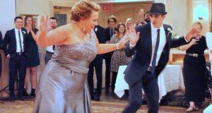 Sønnen ber opp sin egen mor til dans – men vent til hun begynner å danse.
