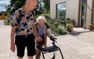 Jan fikk ikke besøke sin 97 år gamle mamma – skrev henne rett ut fra aldershjemmet.