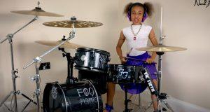 Liten jente utfordrer Dave Grohl til trommeduell – så NAILER hun «Everlong» cover.