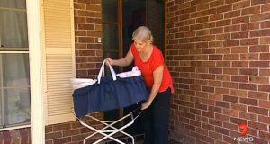 Hennes barn er voksne, men likevel har hun en babykurv utenfor døren. Grunnen er hjerteskjærende!