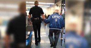 Da den gamle mannen ble kastet ut av banken, fikk han politieskorte tilbake.