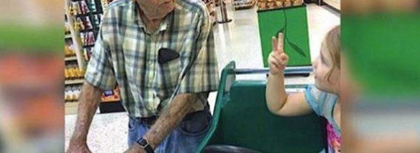 4-åringen kaller en fremmed enkemann for «gammel» – mannens reaksjon går nå verden rundt.