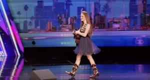 12-åringen går ut på scenen. Så begynner hun å synge på en «god natt-sang». Utrolig.