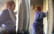 Febrilsk banker hun på døren til småbarnsfamilien. Sekunder senere braker helvete løs.