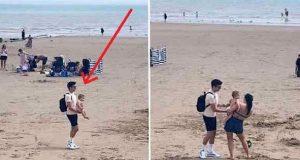 Ung tenåring finner baby alene på stranden. Overleverer barnet til mor og blir sjokkert over reaksjonen.